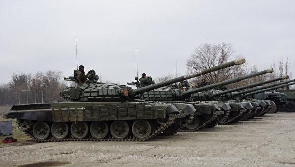 Военная техника на линии соприкосновения в Луганской области