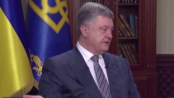 Петр Порошенко дает интервью телеканалам