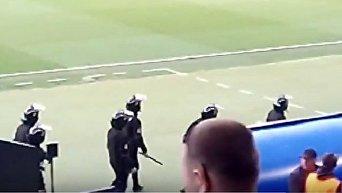 Драка болельщиков и полиции на матче Шахтер - Динамо в Харькове