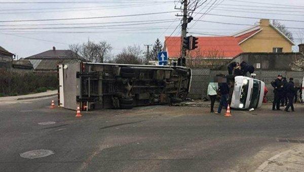 В Одессе грузовик протаранил маршрутку