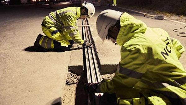 Шведы открыли дорогу, заряжающую электромобили на ходу
