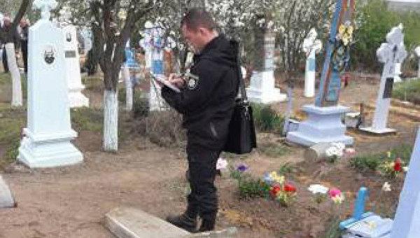 В Одесской области могильная плита упала на трехлетнюю девочку