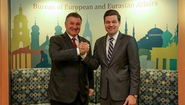 Арен Аваков и заместитель госсекретаря США Уэсс Митчелл