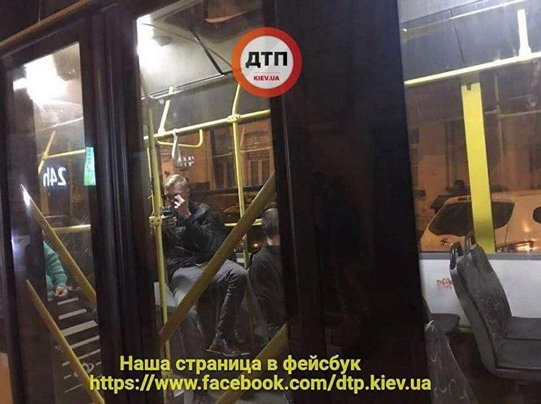 На месте драки в троллейбусе в Киеве, 18 апреля 2018