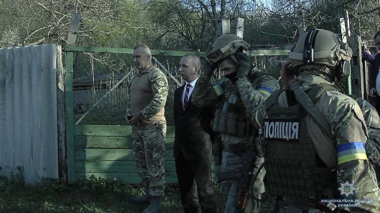 Спецоперация в винницкой области: полиция пошла на штурм дома