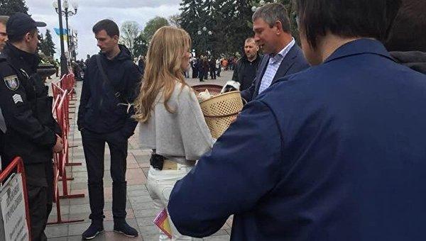 Ольга Фреймут разыскивала дом маленьким котятам вВерховной Раде