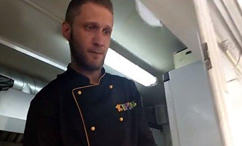 Радикалы С14 заставили продавца выключить российскую музыку. Видео