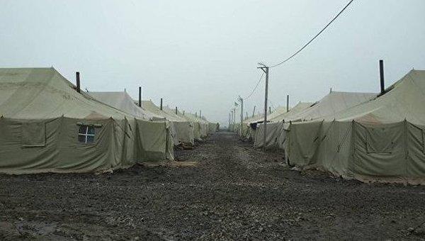 Полевые палатки военных. Архивное фото