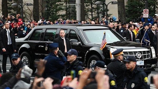 Автомобиль 45-го президента США Дональда Трампа на Пенсильвания-авеню в Вашингтоне