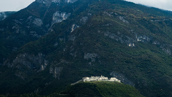 Замок Безено в провинции Тренто в Италии. Архивное фото