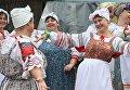 Латвийские женщины в национальных костюмах
