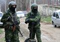 Сотрудники правоохранительных органов во время спецоперации в Буйнакском районе Дагестана. Архивное фото
