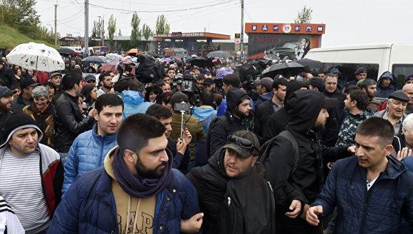 Президент Армении подписал указ оботставке руководства