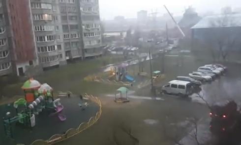 В Москве бушует ураган. Видео