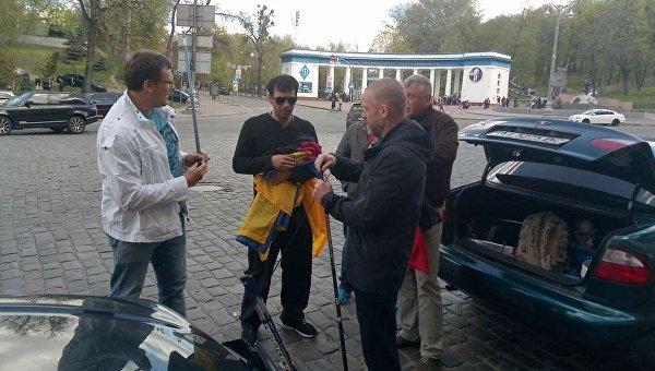 Активисты готовятся к отправке автоколонной к дому Петра Порошенко