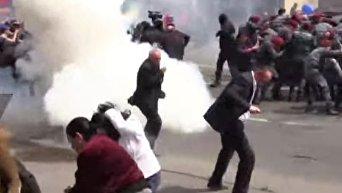 Взрывы, столкновения и массовые задержания. Протесты в Ереване продолжаются