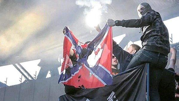 На матче Шахтера с Динамо сожгли флаг Новороссии