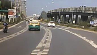 Летающая тарелка рухнула на дорогу в Таиланде. Видео