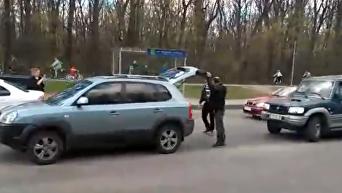 На видео попал драка украинце и россиянина на харьковской дороге. Видео