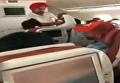 В индийском самолете во время полета выбило иллюминатор. Видео