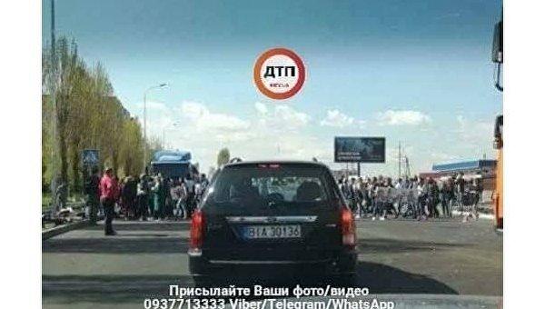 В городе под Киевом протестующие перекрыли улицу