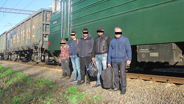 Украинцы, пытавшиеся попасть в Россию в грузовом поезде