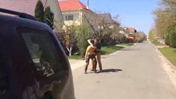 Нападение на журналистов, снимавших сюжет про дом Александра Данилюка. Видео