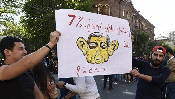 Митинг в Ереване в связи с отставкой С. Саргсяна