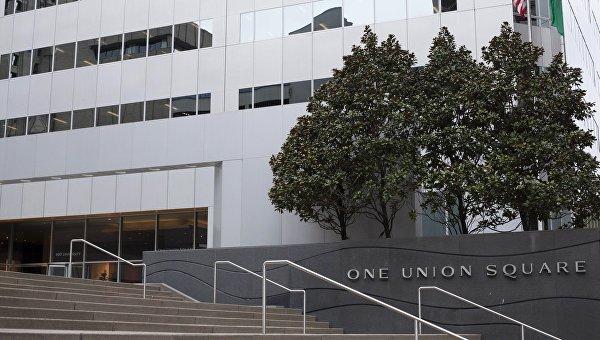 Вход в офисное здание, в котором располагается генеральное консульство Российской Федерации в Сиэтле
