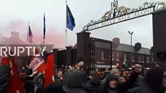 Столкновения футбольных фанатов Ливерпуля и Ромы. Видео