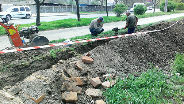 В Одессе рабочие вырыли траншею через старое еврейское кладбище