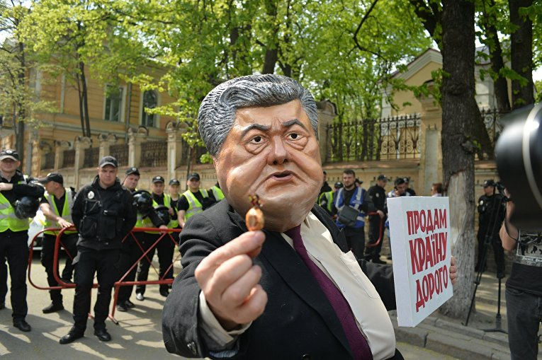 Акция активистов партии Рух Новых Сил под Администрацией Президента