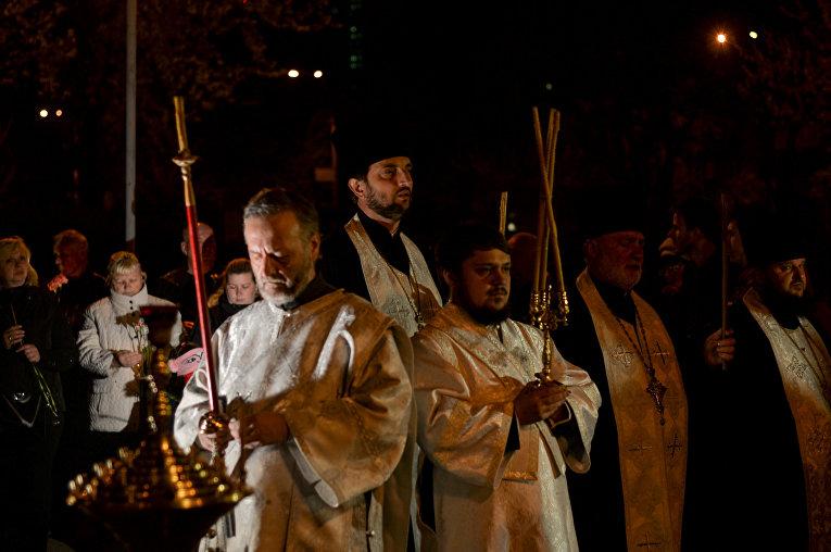 Молебен у Мемориального кургана Героям Чернобыля в Киеве