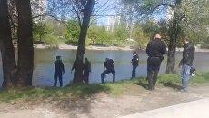 В Киеве из Русановского канала выловили тело мужчины. Видео