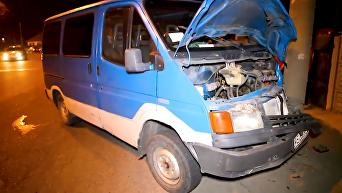 В Днепре мужчина умер за рулем и врезался в столб: кадры с места ДТП