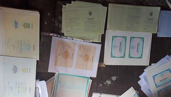 В Киеве поймали мошенников, подделывавших дипломы ВУЗов