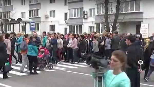 В Василькове жители перекрыли центральную улицу, требуя восстановить разрушившуюся школу