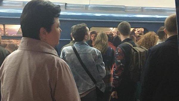 Киевляне сообщают о пожаре в метро на станции Политехнический институт