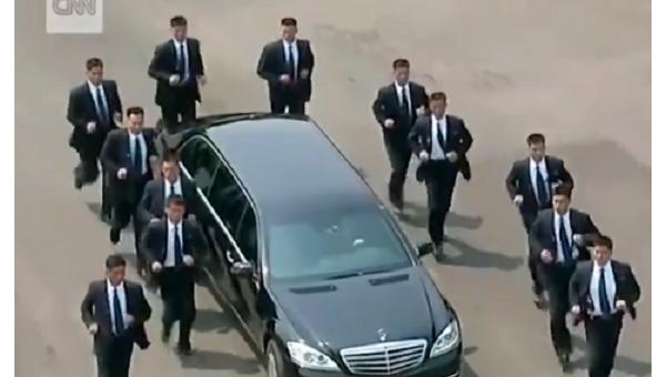 Бегущие с кортежем. Появились кадры охраны лидера КНДР