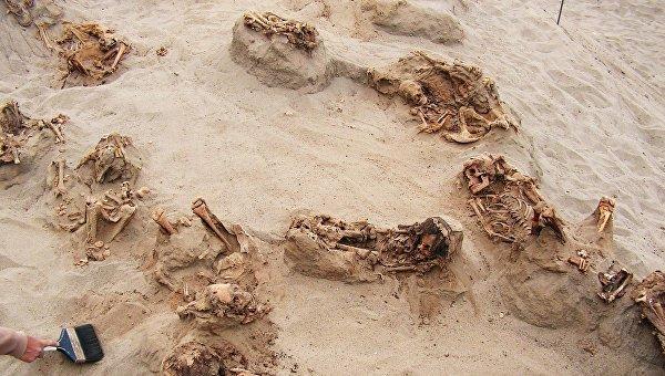 Место массового жертвоприношения детей в Перу