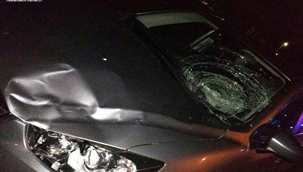 Под Львовом нетрезвый водитель после наезда на полицейского пытался скрыться