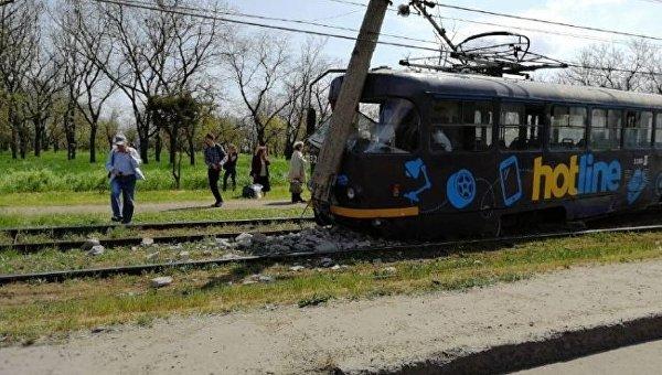 В Одессе трамвай снес столб, 27 апреля 2018