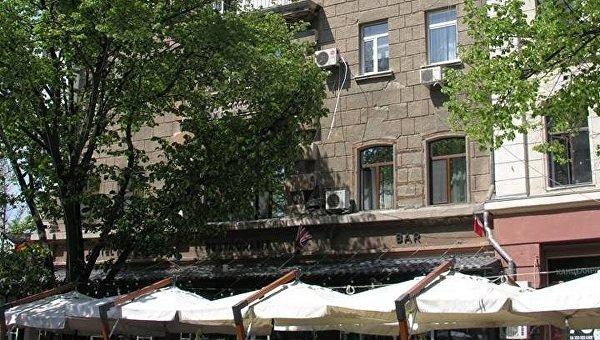 Место инцидента в Одессе, где иностранец выпал с балкона
