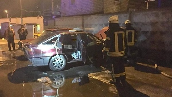 Сгоревшее авто у ворот КК Киевавтодор в Дарницком районе столицы