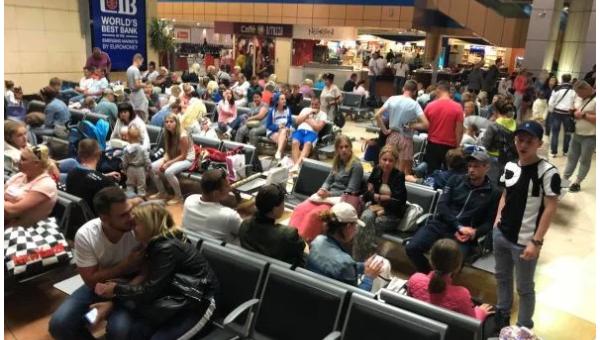 Львовские туристы в аэропорту Египта