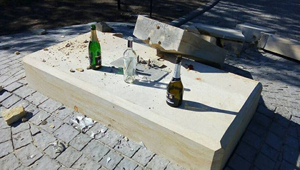В Запорожье разрушили памятник воинам АТО