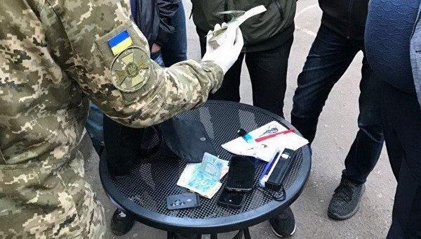 В Кривом Роге следователя полиции задержали на взятке в 10 тысяч долларов