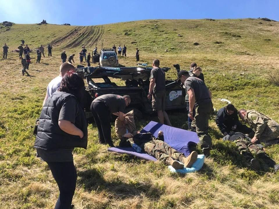 НаЛьвовщине джип упал вущелье: появилось видео