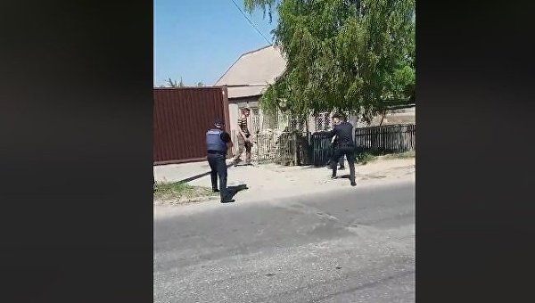 ЧПвЗапорожье: полицейские расстреляли мужчину, бросившегося наних с тесаком