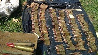Пограничники нашли тайник с 3000 патронов в Донбассе. Видео
